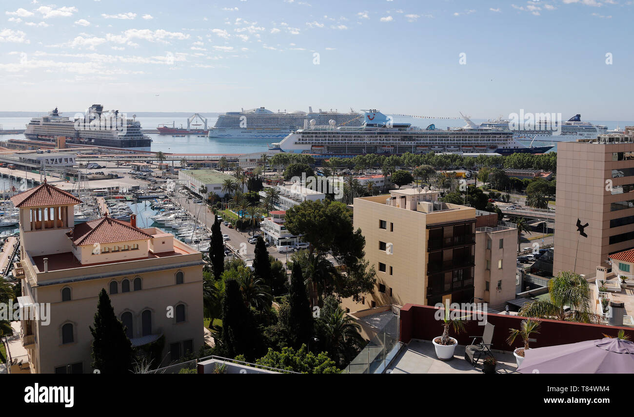 Palma, Spain. 11th May, 2019. The cruise ships Norwegian Epic, Celebrity Constellation, AidaNova and Marella Discovery are located off Palma de Mallorca. According to forecasts by the Balearic Islands Port Authority, around 1.75 million people will arrive in the port of Palma de Mallorca on cruise ships this year. Credit: Clara Margais/dpa/Alamy Live News - Stock Image