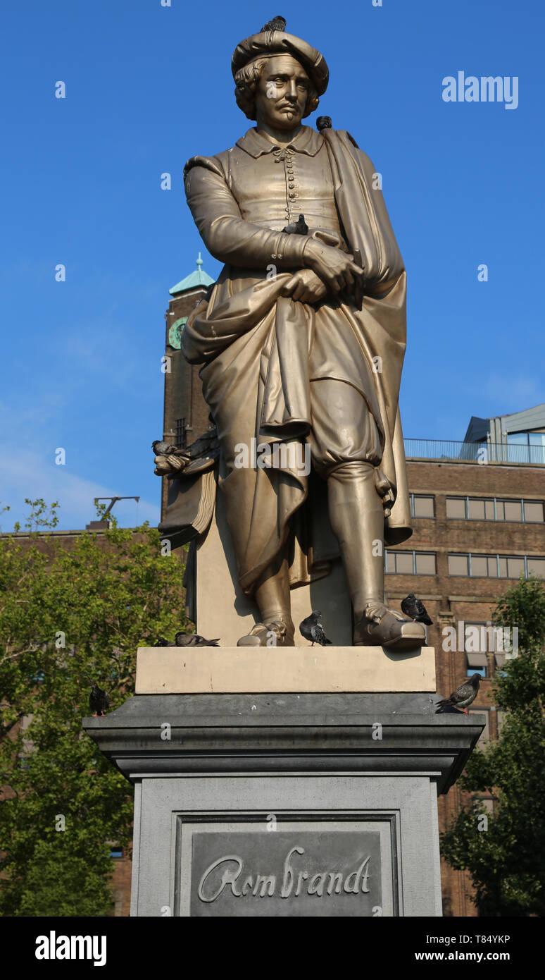 Amsterdam, Netherlands - August 22, 2017: sculpture ofRembrandt at theRembrandtplein square - Stock Image
