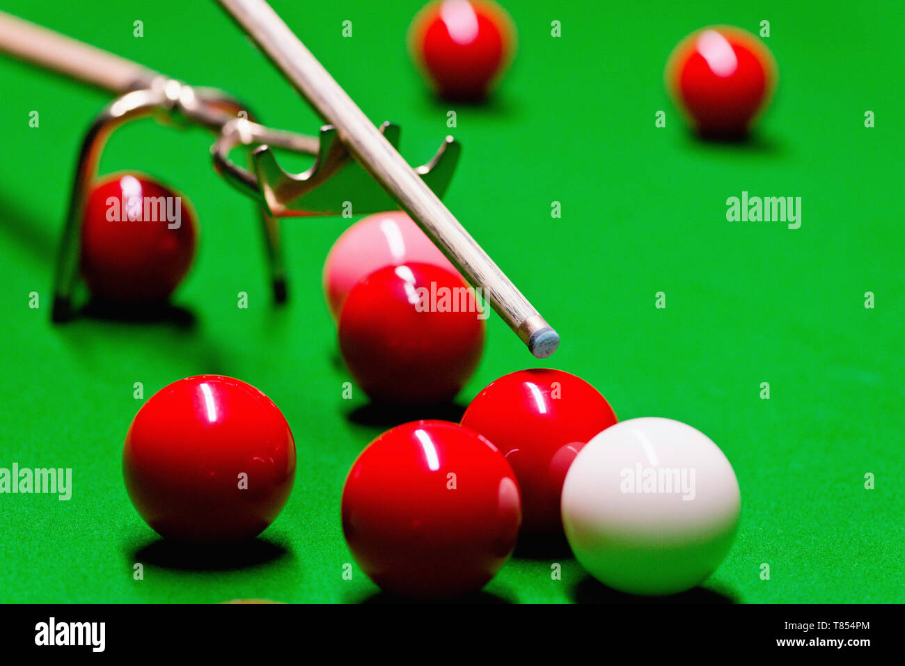 Snooker cue on spider rest - Stock Image