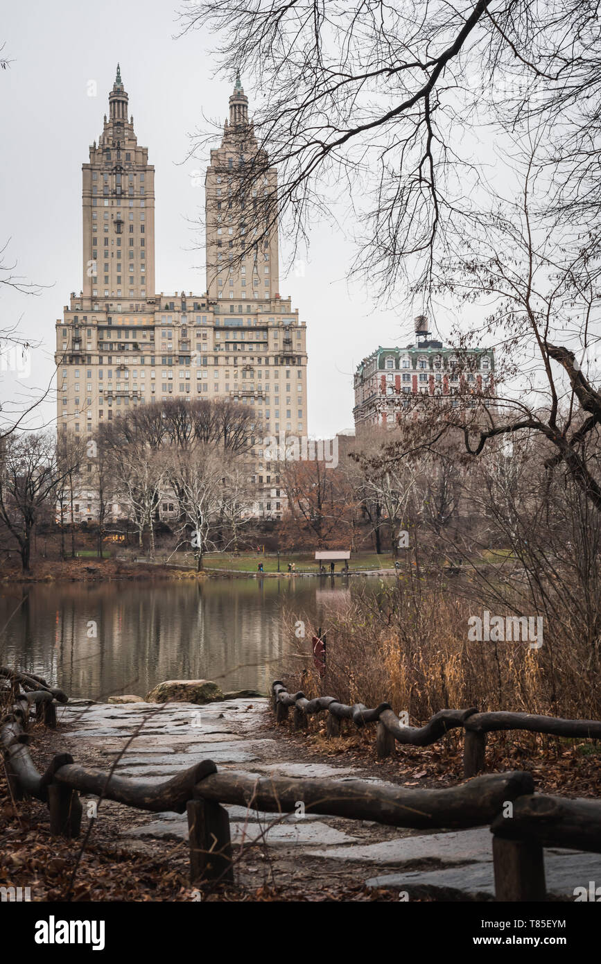 Central Park Lake under the haze and rain of early spring in New York - NYC - Stock Image
