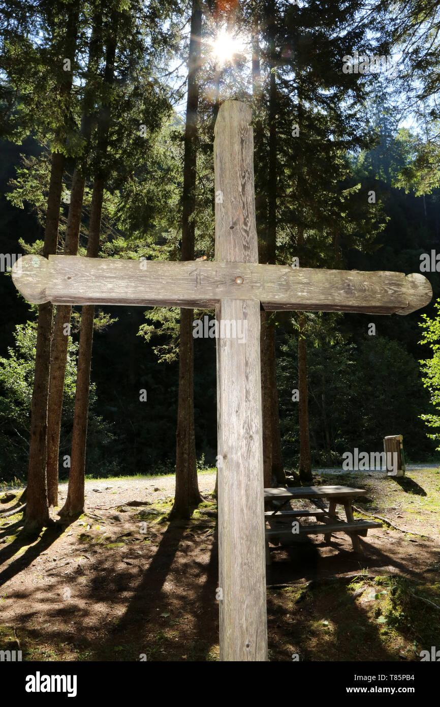 Croix. Chemin de croix. Les Contamines-Montjoie. Stock Photo