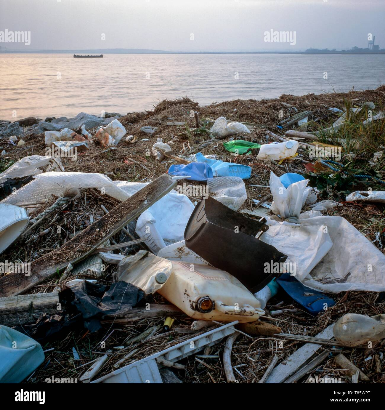 Plastic rubbish on shore - Stock Image