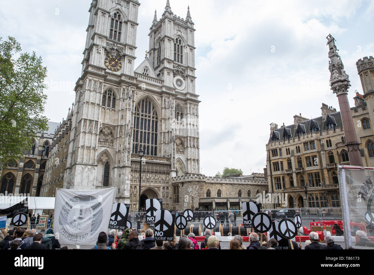 London, UK. 3 May, 2019. Campaigners from Campaign For Nuclear Disarmament (CND), Stop the War Coalition, the Peace Pledge Union, the Quakers and othe - Stock Image