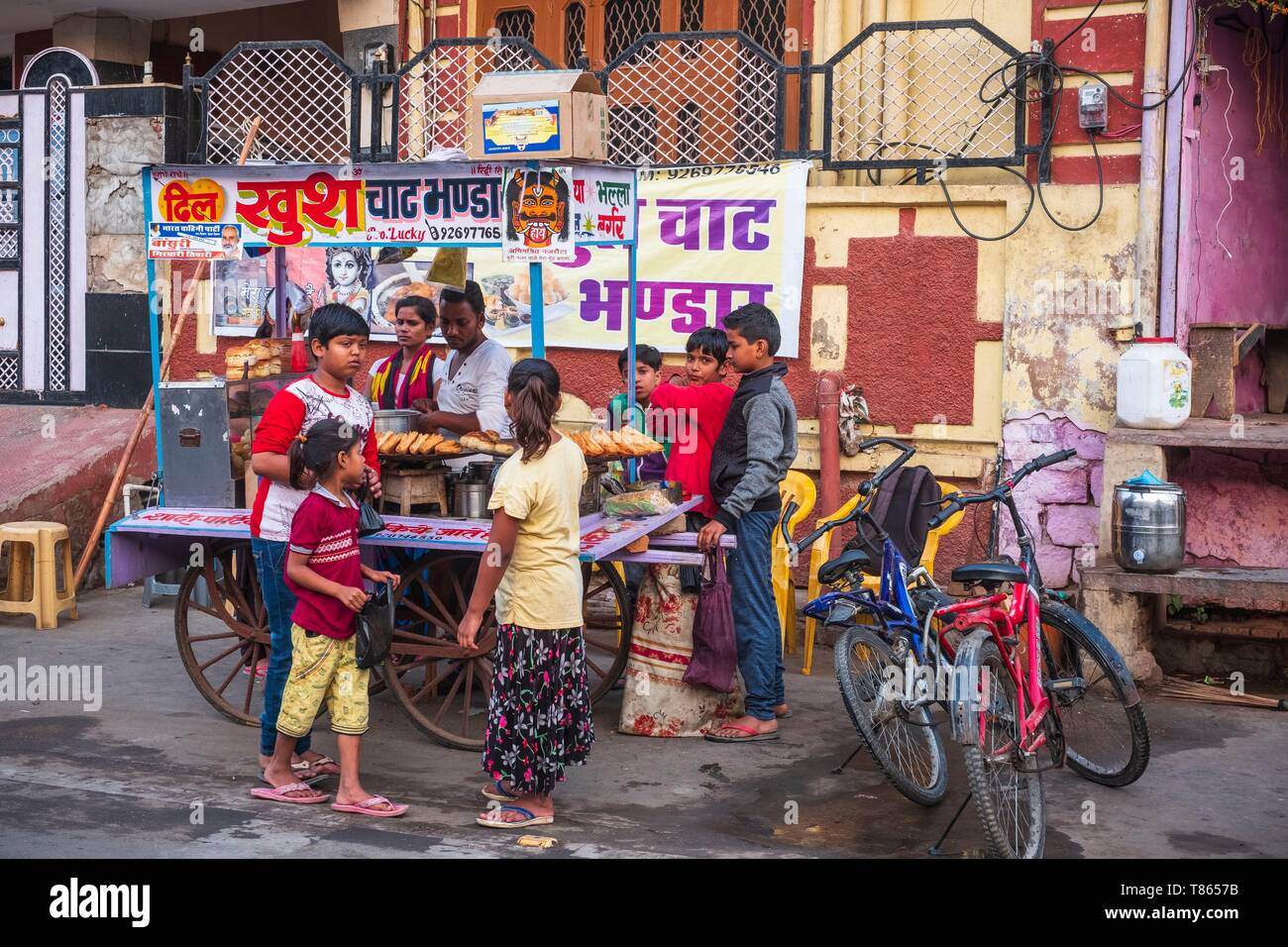 India, Rajasthan, Bharatpur, street vendor in the old city - Stock Image