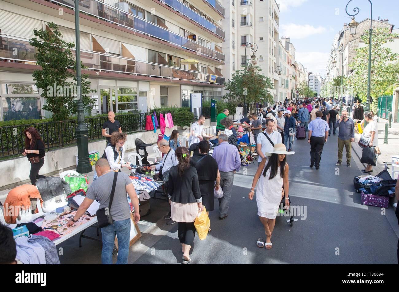 France, Hauts de Seine, Puteaux, flea market - Stock Image