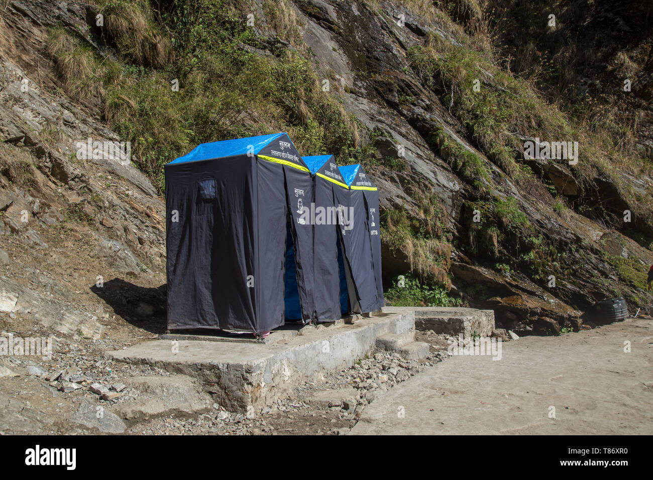 Toilet on the way in the valley of himalayan mountain for char dham yatra - Stock Image