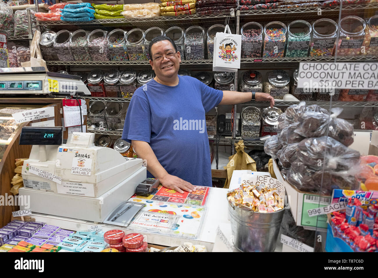 A longtime worker behind the counter at the iconic ECONOMY CANDY on Rivington Street on the lower east side of Manhattan, New York City - Stock Image