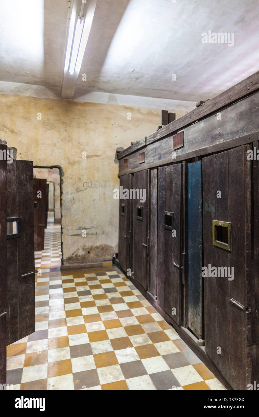 Cambodia Phnom Penh Tuol Sleng Museum Of Genocidal Crime Khmer Rouge Prison Formerly Known As Prison S 21 Located In Old School Cell Interior Stock Photo Alamy