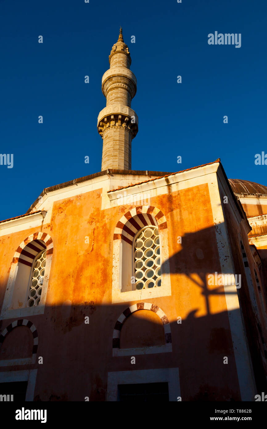 Mezquita de Soleiman El Magnífico en la ciudad medieval, Ciudad de Rodas, Isla de Rodas, Dodecaneso, Grecia, Mar Mediterráneo Stock Photo