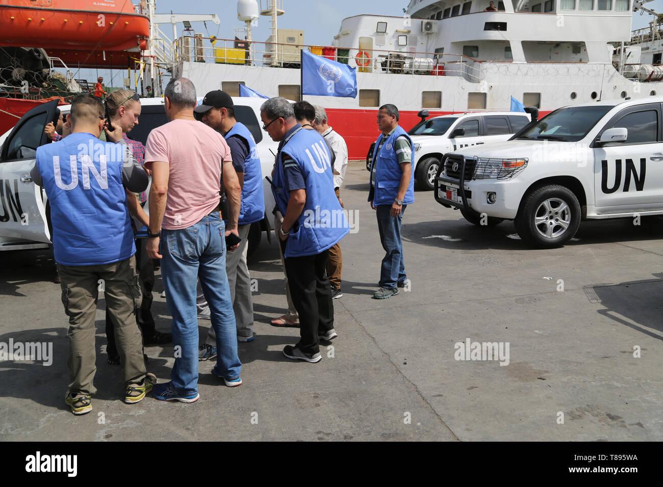 (190511) -- HODEIDAH (YEMEN), May 11, 2019 (Xinhua) -- UN monitoring team members are seen at the Hodeidah main port in Hodeidah, Yemen, on May 11, 2019. Yemen's Houthi rebels began on Saturday withdrawal from two ports of Hodeidah Province, eyewitnesses said. (Xinhua) Stock Photo