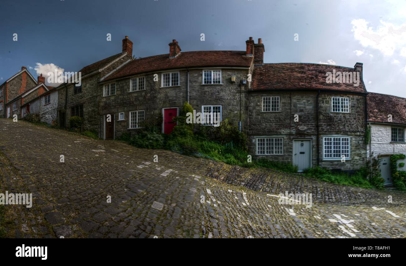 Gold Hill in Shaftesbury, scene of the famous 'Hovis' ads - Stock Image