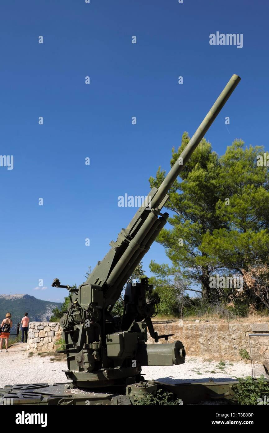 France, Var, Toulon, Mont Faron, D-Day and Liberation Memorial in Provence, canon anti-aérien américain 90mm AA gun - Stock Image