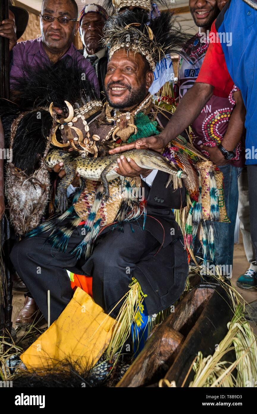 Papua New Guinea, Enga Province, Enga tribe, Enga Show, Wabag region, Governor Hon. Chief Sir Peter Ipatas received a crocodile during Wabag show - Stock Image