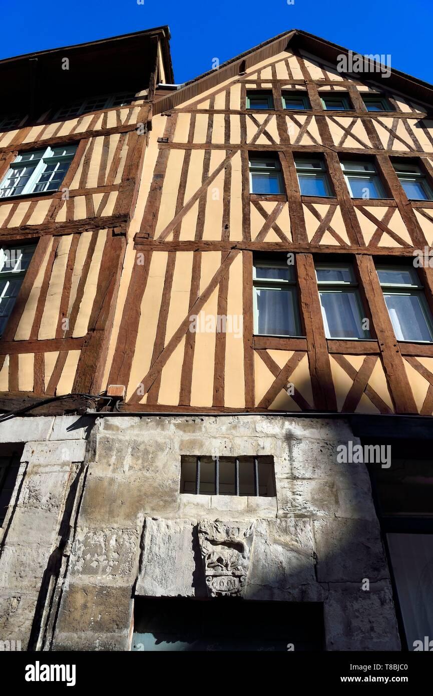 France, Seine-Maritime, Rouen, draper-dyer's house at 134 rue Eau-de-Robec, salamander dated 1601 above the door - Stock Image