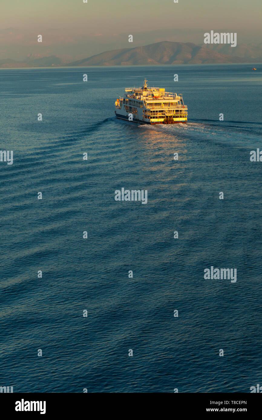 Puerto comercial en la Ciudad de Corfú, Isla Corfú, Islas Jónicas, Grecia, Mar Mediterráneo - Stock Image
