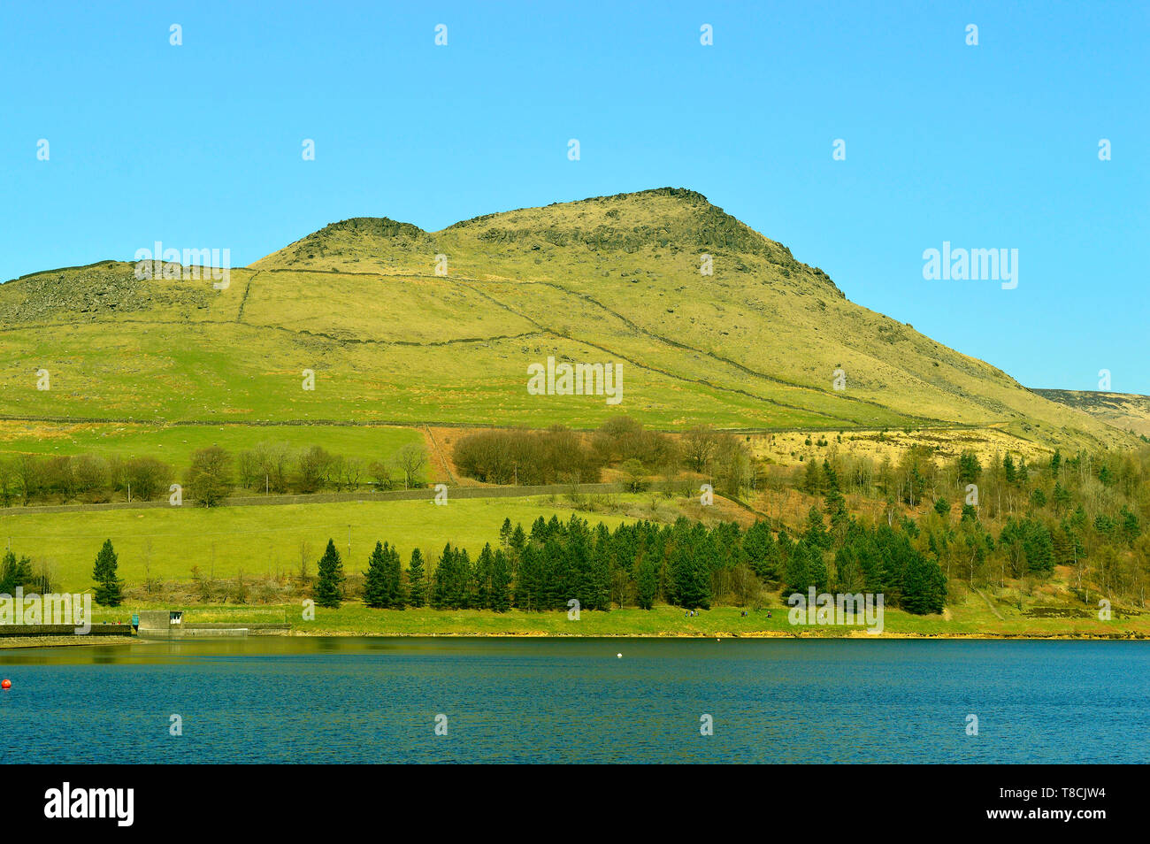 Dovestone Reservoir lies where the valleys of the Greenfield and Chew Brooks converge together above the village of Greenfield, on Saddleworth Moor - Stock Image
