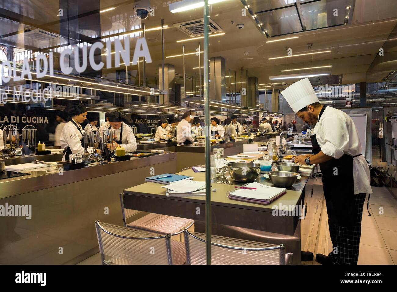 Italy, Tuscany, Florence, historic centre listed as World Heritage by UNESCO, Mercato Centrale, cooking school, Lorenzo de 'Medici - Stock Image