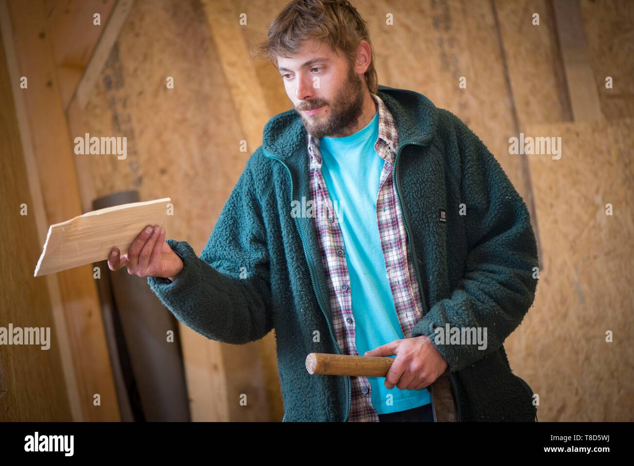 France, Jura, Lamoura, Lo´c Autheret makes wooden tiles with slot tools from selected spruces - Stock Image