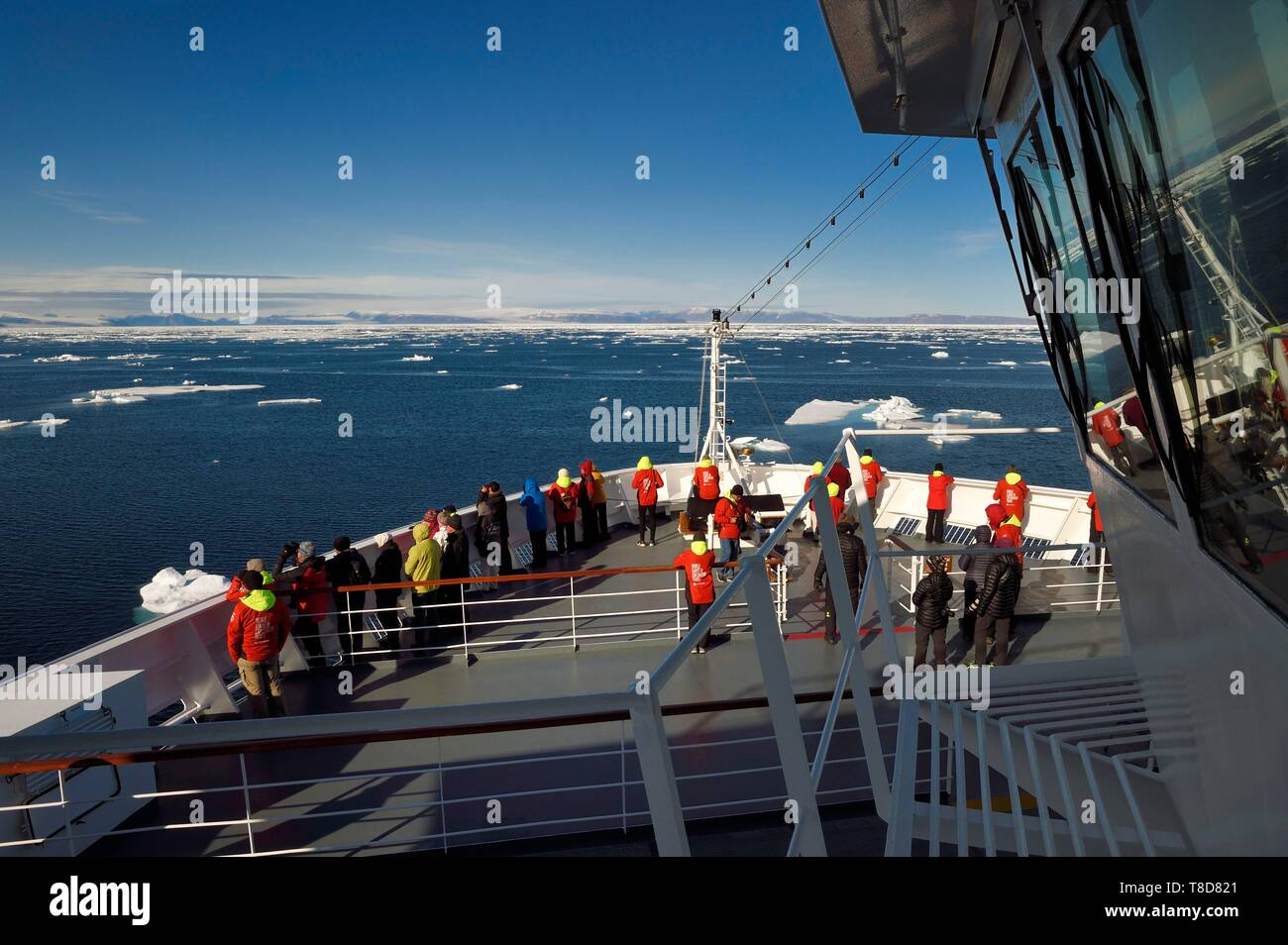 Greenland, North West coast, Smith sound north of Baffin Bay, MS Fram cruse ship from Hurtigruten next to the Arctic sea ice evolving towards the Canadian coast of Ellesmere Island - Stock Image