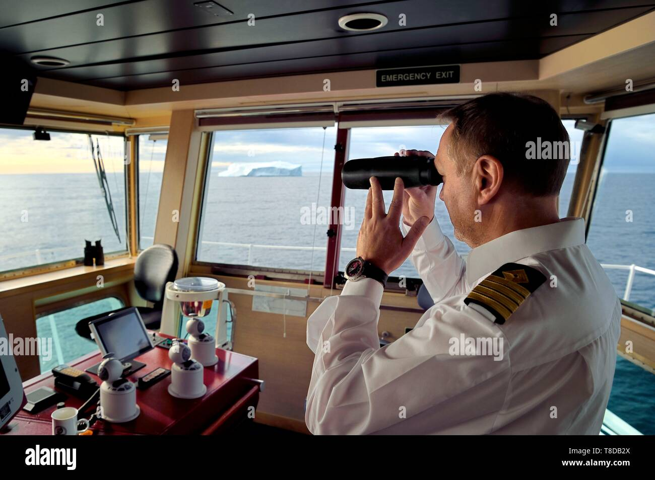 Ship And Captain And Binoculars Stock Photos & Ship And Captain ...