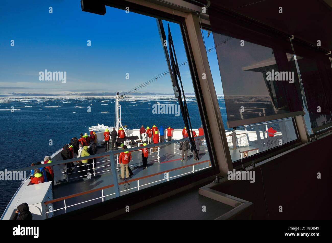 Greenland, North West coast, Smith sound north of Baffin Bay, MS Fram cruse ship from Hurtigruten next to the Arctic sea ice evolving between Greenland and Canada - Stock Image
