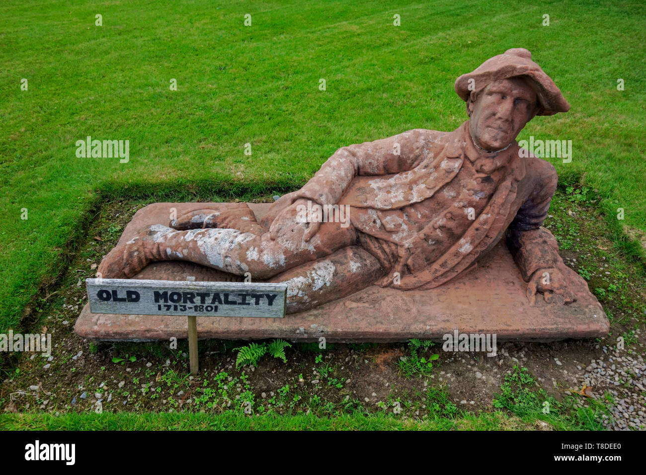 Statue of Old Mortality (Robert Paterson 1716-1801)) outside Newton Stewart Museum, Wigtownshire, Scotland. Sculpted by John Corrie in 1840. - Stock Image