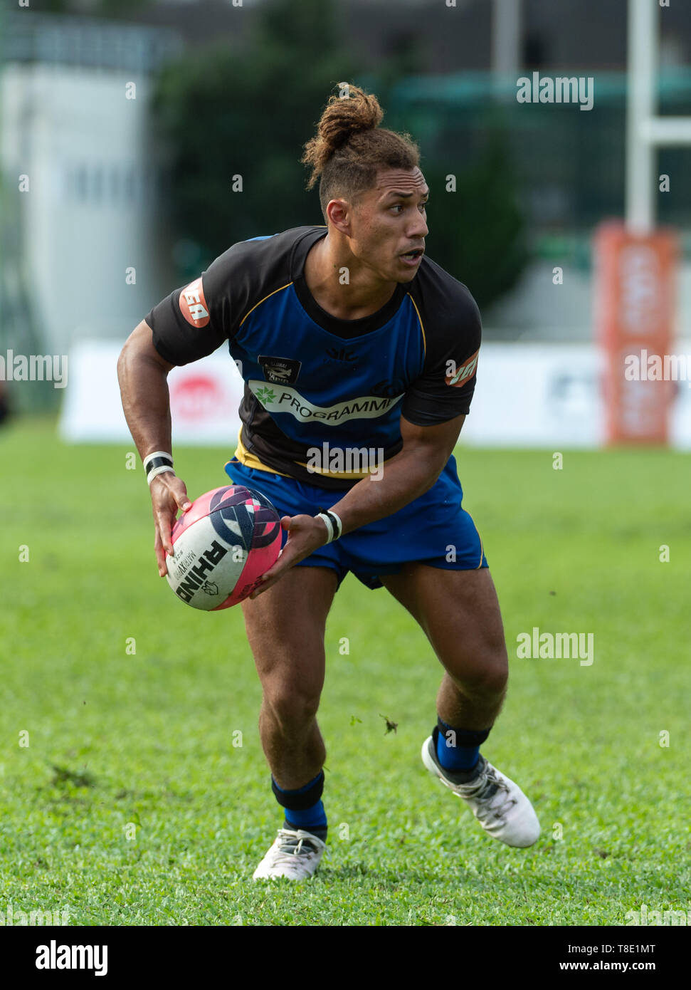 Hong Kong, China. 12th May, 2019. Western Force's Issak FINES-LELEIWASA passes the ball.Western Force vs South China Tigers Global Rapid Rugby. The Western Force make their inaugural appearance in Hong Kong facing off against the FWD South China Tigers in the finale of the Global Rapid Rugby Asian Showcase Series Credit: Jayne Russell/ZUMA Wire/Alamy Live News Stock Photo