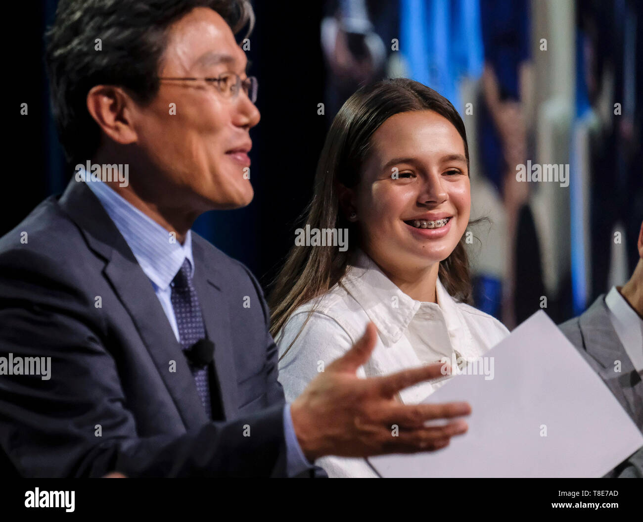 (190512) -- SAN DIEGO (U.S.), May 12, 2019 (Xinhua) -- Kamila Carter (R), a 13-year-old student of Tierra del Sol Middle School and the youngest speaker at the 2019 National Chinese Language Conference, attends a panel titled 'Student Study Abroad Experience: Impact and Best Practices' to share her story of being raised by deaf parents from two different countries and how she crosses U.S.-China barriers in the world of sounds and silence in San Diego, the United States, on May 10, 2019. The annual National Chinese Language Conference is the largest annual gathering in North America that brings - Stock Image