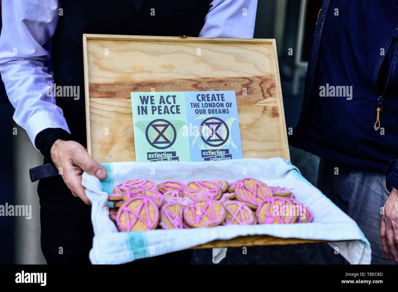 London, UK. 13th  May, 2019. Extinction Rebellion climateExtinction Rebellion Gather outside the International Maritime Organisation demand that the IMO declare a climate emergency. with delegates from 190+ countries meeting in London to discuss and agree on immediate measures to reduce shipping's climate impacts. Credit: Quan Van Alamy/Live News Stock Photo
