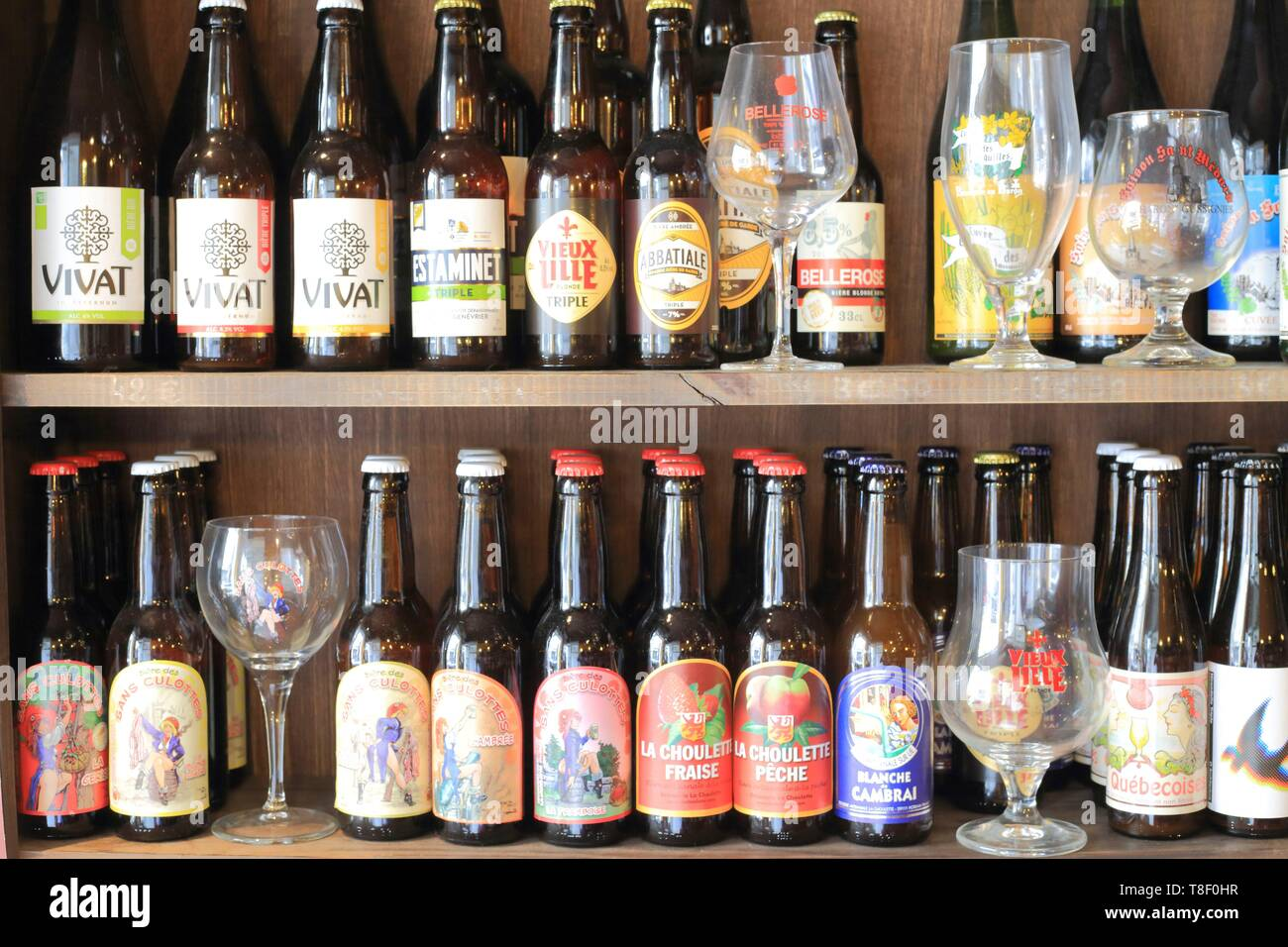 France, Nord, Lille, Vieux Lille, L'Estaminette, regional produce store that belongs to the neighboring restaurant L'Estaminet, it offers about 50 local beers - Stock Image