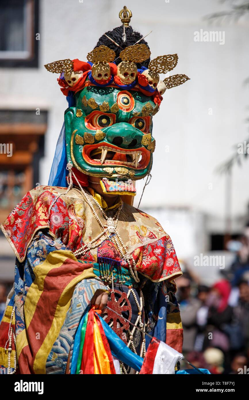 India, Jammu and Kashmir, Himalaya, Ladakh, Indus Valley, Leh, Annual Ladakh Festival, Gompa Soma Buddhist Temple (Chokhang), a monk wearing a large mask with a grimacing and frightening face showing their fangs, the Dharmapala, performs ritual dances in the temple courtyard - Stock Image