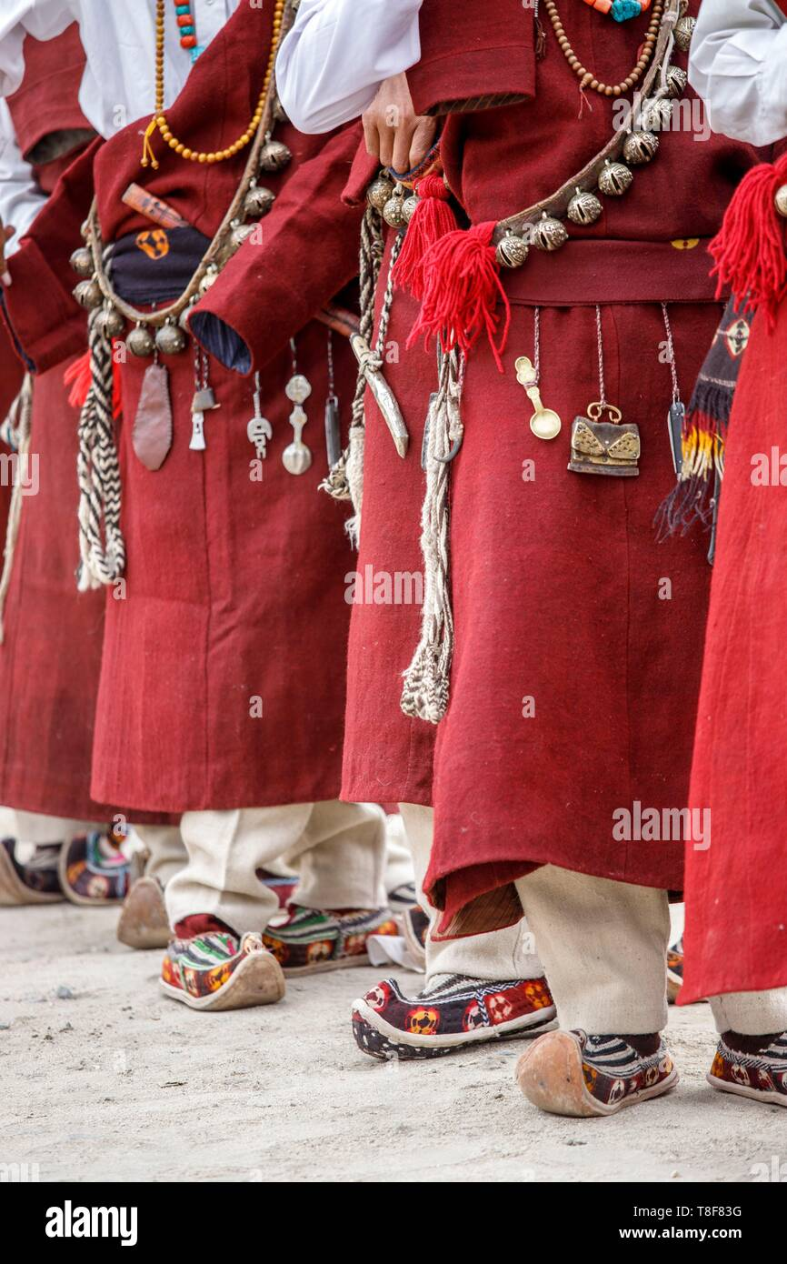 India, state of Jammu and Kashmir, Himalayas, Ladakh, Indus Valley, Leh, annual Ladakh Festival, tools and traditional objects attached to the belt and wearing pabus (embroidered felt shoe or woven wool) of men of one cultural troupe of Gya-Meru region - Stock Image