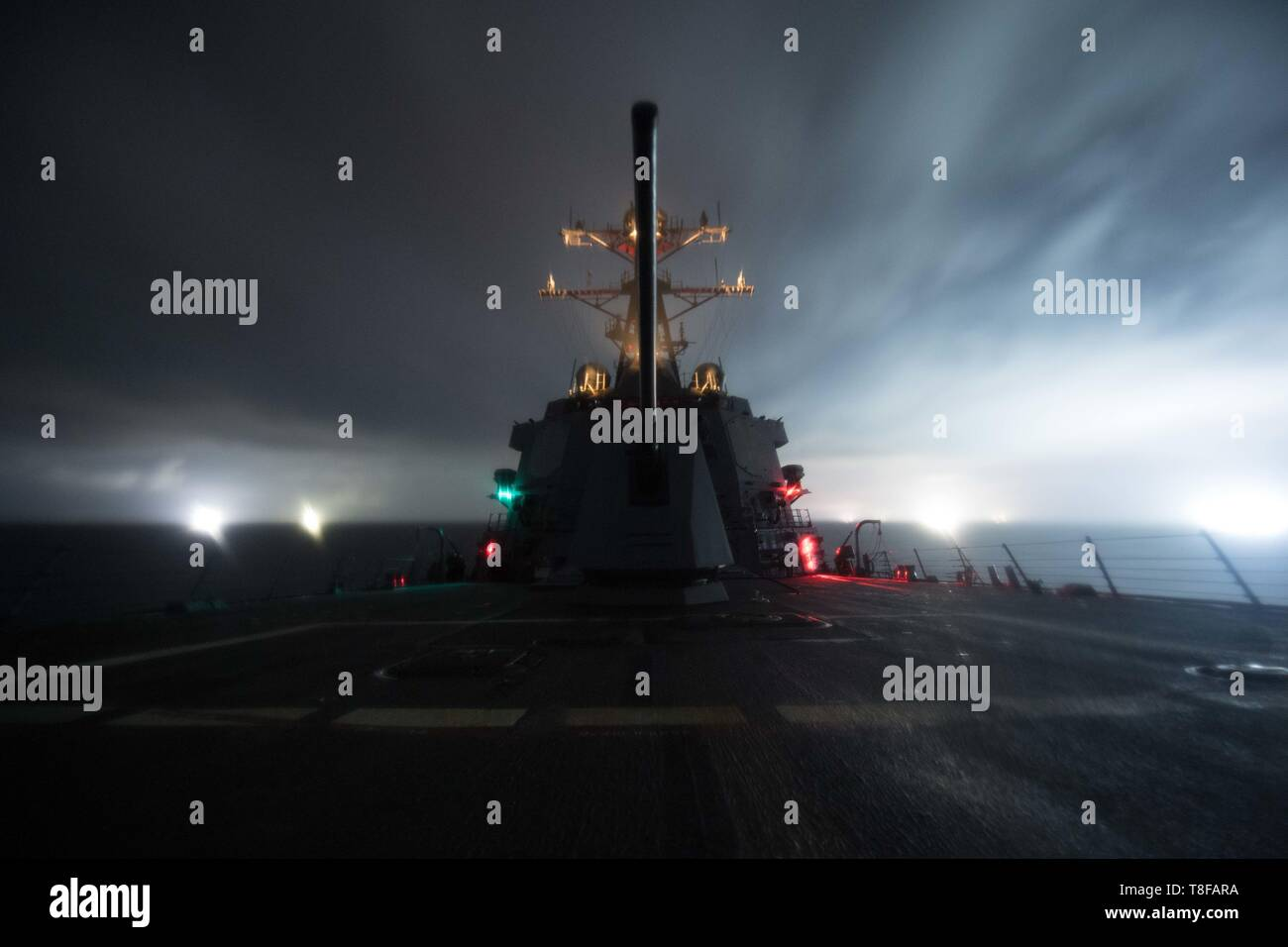 190510-N-OW019-1003 SOUTH CHINA SEA (May 10, 2019) The guided-missile destroyer USS Chung-Hoon (DDG 93) sails in the South China Sea. Chung-Hoon is deployed to the U.S. 7th Fleet area of operations in support of security and stability in the Indo-Pacific region. (U.S. Navy photo by Mass Communication Specialist 2nd Class Logan C. Kellums) - Stock Image