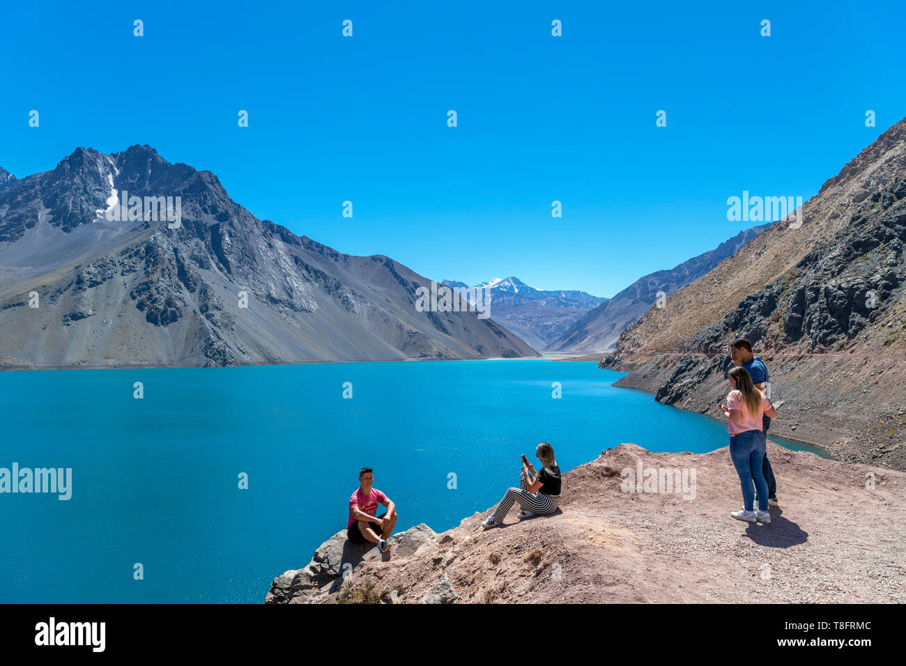 Chile, Andes Mountains. Tourists at the Embalse el Yeso (El Yeso Dam), Andes Mountains, Santiago Metropolitan Region, Chile, South America - Stock Image