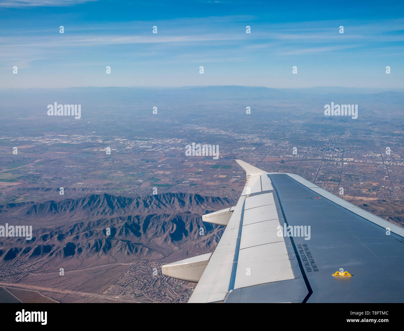 Commertial Airplane Making a Left Turn OVer Phoenix Arizona - Stock Image