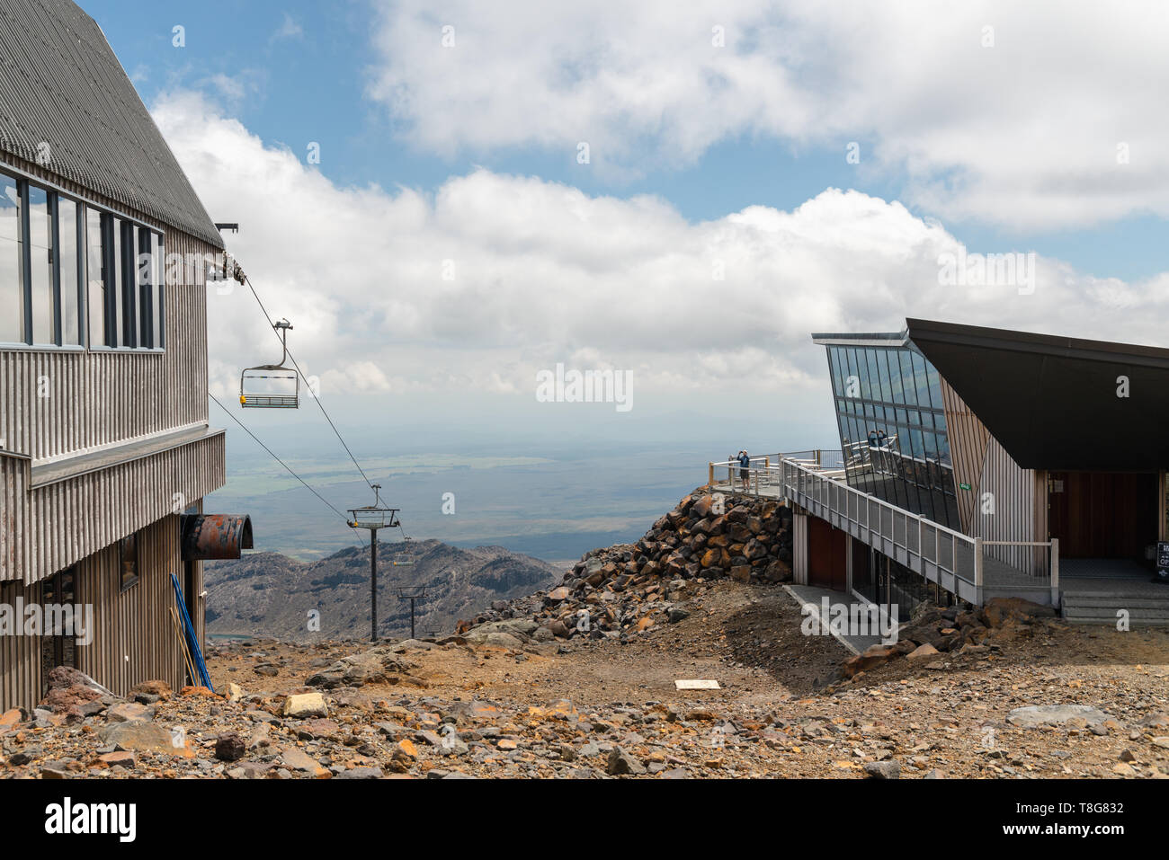 Scenic View of Mount Ruapehu Volcano, New Zealand. Knoll Ridge Cafe and Ski Lift - Stock Image