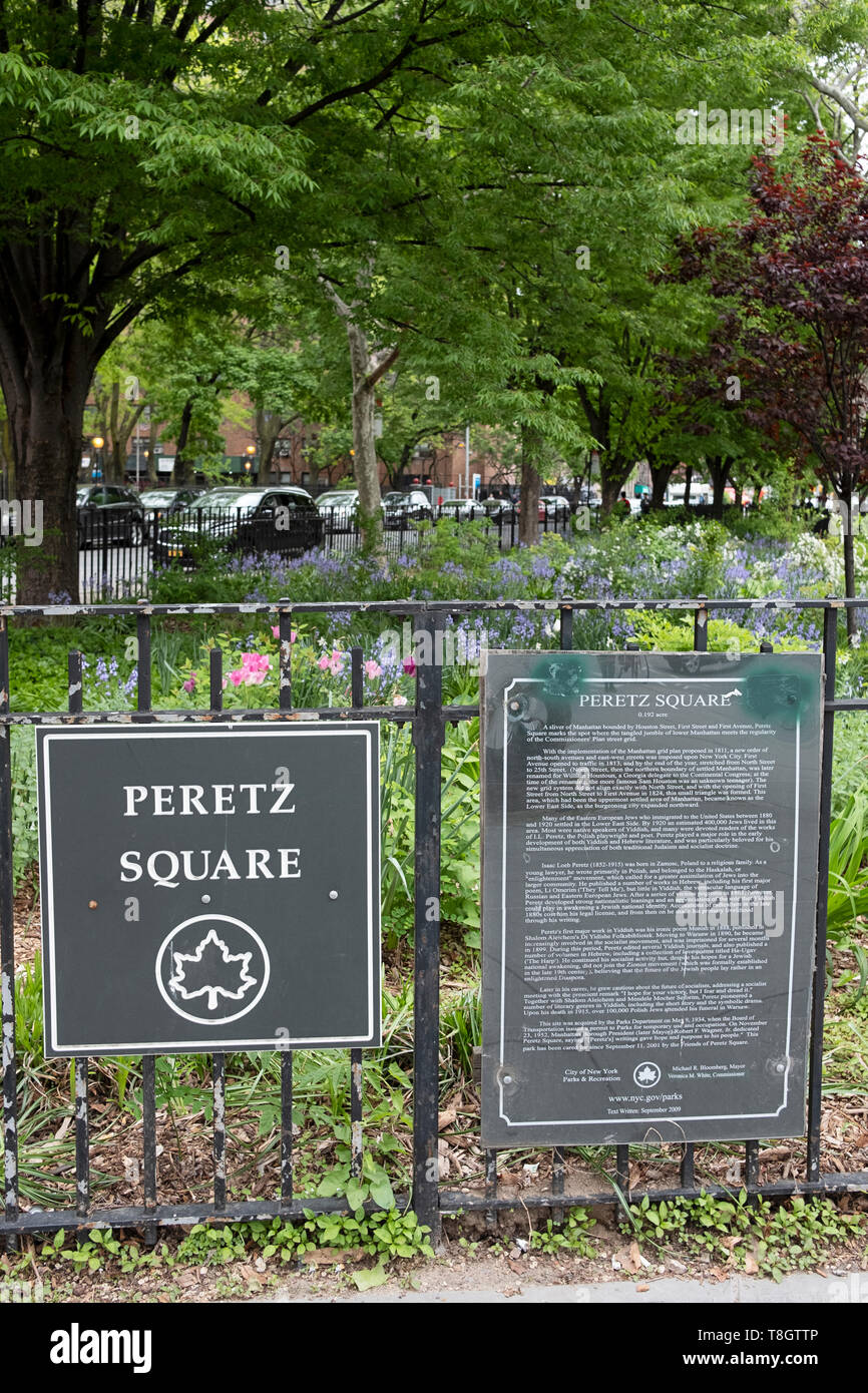 PERETZ SQUARE. A sign around a small triangular garden in the East Village dedicated to Yiddish poet  Isaac Loeb Perets.Yiddish culture, Stock Photo