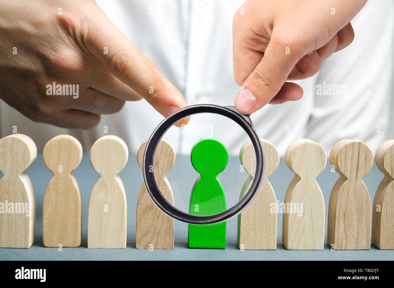 The leader chooses the person in the the team. Talented worker. Hiring staff. Employee search. Promote. Human Resource Management. Choosing a new lead - Stock Image