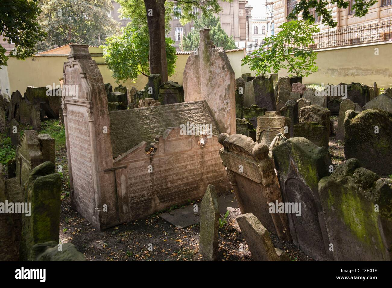 Czech Republic, Praha, listed as World Heritage by UNESCO, Jewish Quarter of Josefov, graves in the jewish cemetery - Stock Image