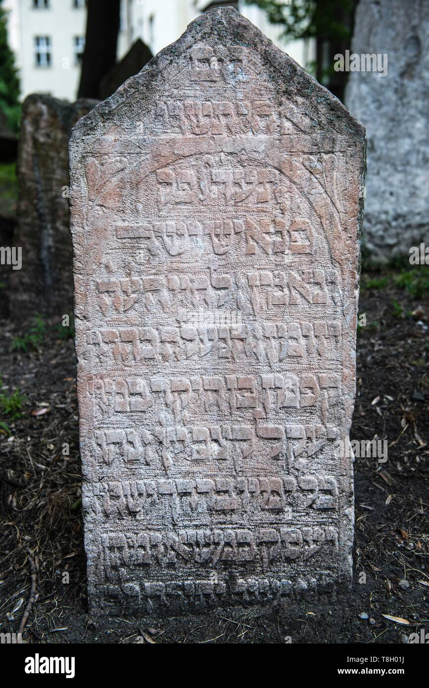 Czech Republic, Praha, listed as World Heritage by UNESCO, Jewish Quarter of Josefov, grave in the jewish cemetery - Stock Image