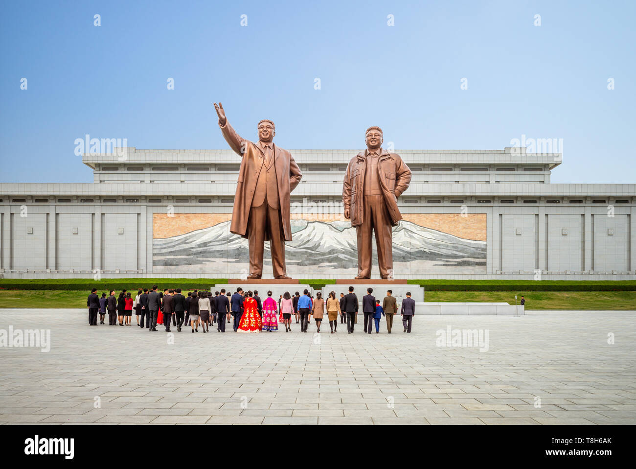 Pyongyang, North Korea - April 29, 2019: Kim Il Sung and Kim Jong Il statues in Mansudae, pyongyang. - Stock Image