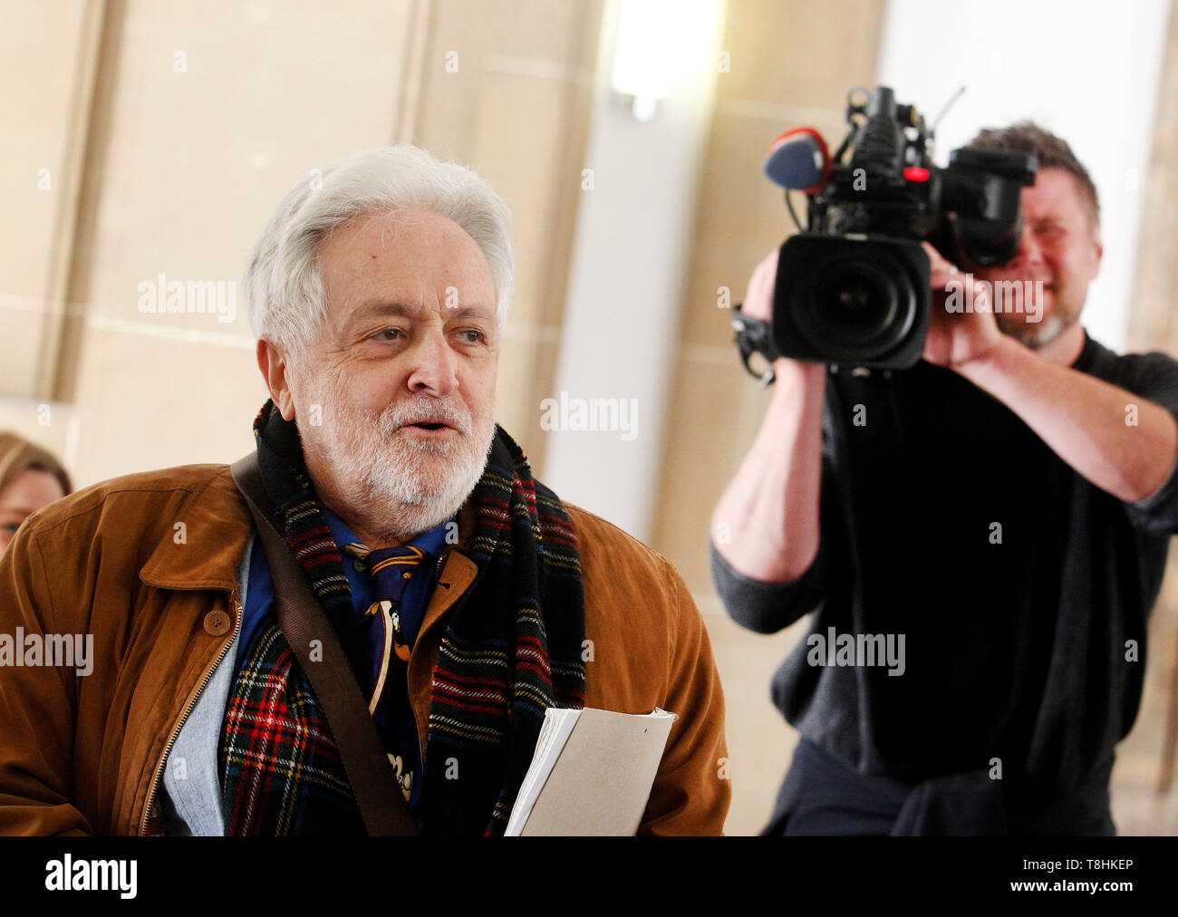 Duisburg, Germany. 13th May, 2019. The publicist Henryk M. Broder (l), accused of insult, is filmed by a cameraman before the trial begins. In September 2016, at the request of the weekly newspaper 'Junge Freiheit', Broder had said about the Islamic scholar Lamya Kaddor that she had 'a gossip on her hands'. Broder appealed against an order of punishment, which is why the trial is now at trial. Credit: Roland Weihrauch/dpa/Alamy Live News - Stock Image