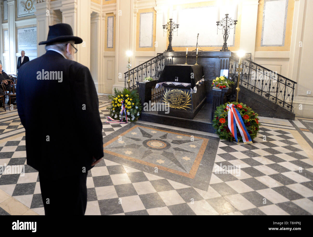Prague, Czech Republic. 13th May, 2019. The chairman of the Prague Jewish Community and long-standing director of the Terezin (Theresienstadt) Memorial, Jan Munk, died at the age of 72 after a long disease. Chief Rabbi of the city of Prague and of the Czech Republic Karol Efraim Sidon (pictured) attends the funeral of Jan Munk at the New Jewish Cemetery in Prague, Czech Republic, May 13, 2019. Credit: Katerina Sulova/CTK Photo/Alamy Live News Stock Photo