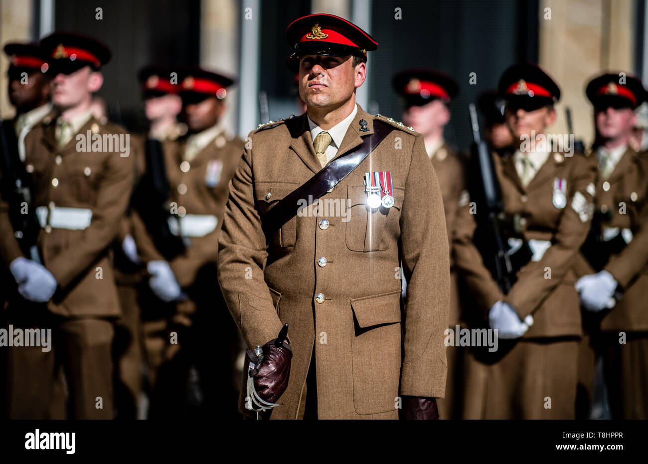 Gütersloh, Germany. 13th May 2019. An order of a British soldier shines from the sun at the farewell on the town hall square in Gütersloh. The stationed British armed forces bid farewell in Gütersloh with a parade. Photo: Guido Kirchner/dpa Credit: dpa picture alliance/Alamy Live News - Stock Image