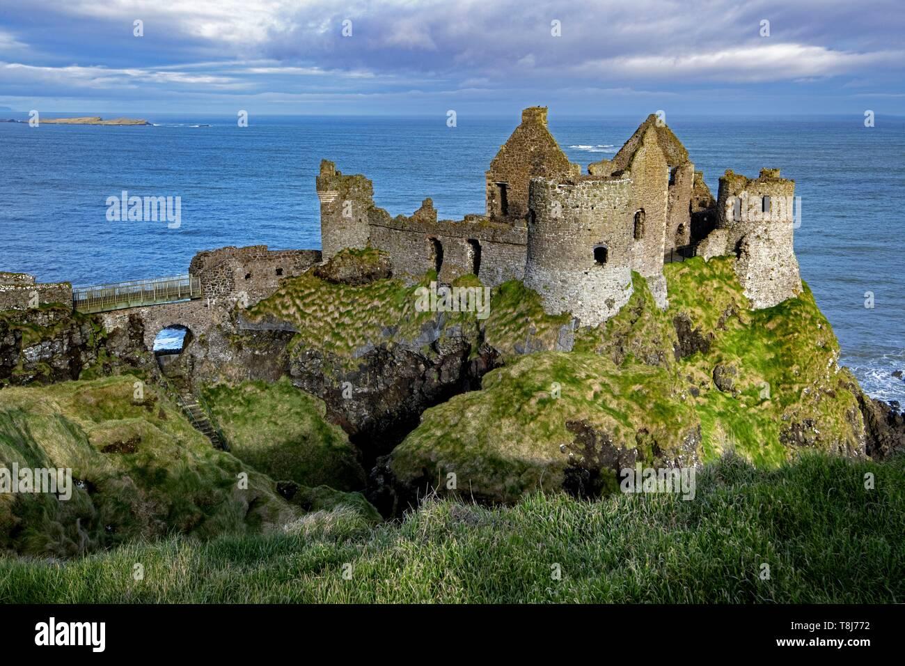 United Kingdom, Northern Ireland, Ulster, county Antrim, Dunluce castle - Stock Image