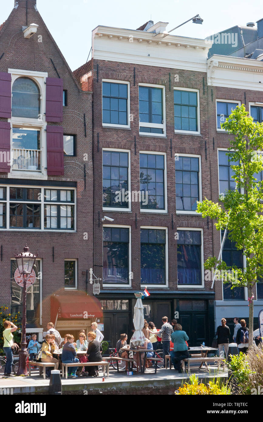 Tourists outside Anne Frank's house in Amsterdam - Stock Image