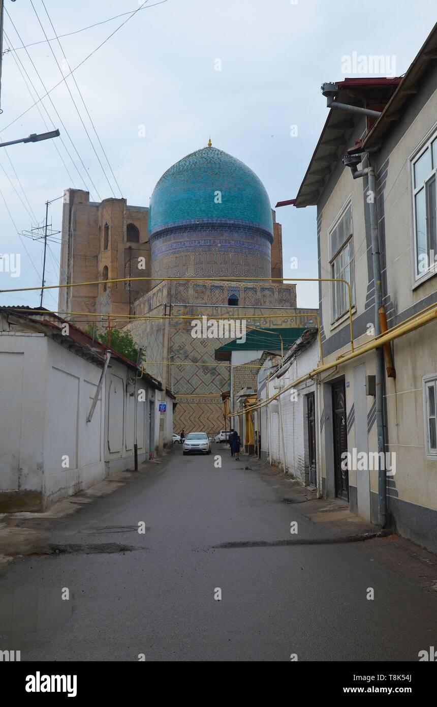 Samarkand, UNESCO Weltkulturerbe in Usbekistan: der Bibi Xanum Moscheen- und Mausoleumskomplex, aus der Altstadt gesehen Stock Photo