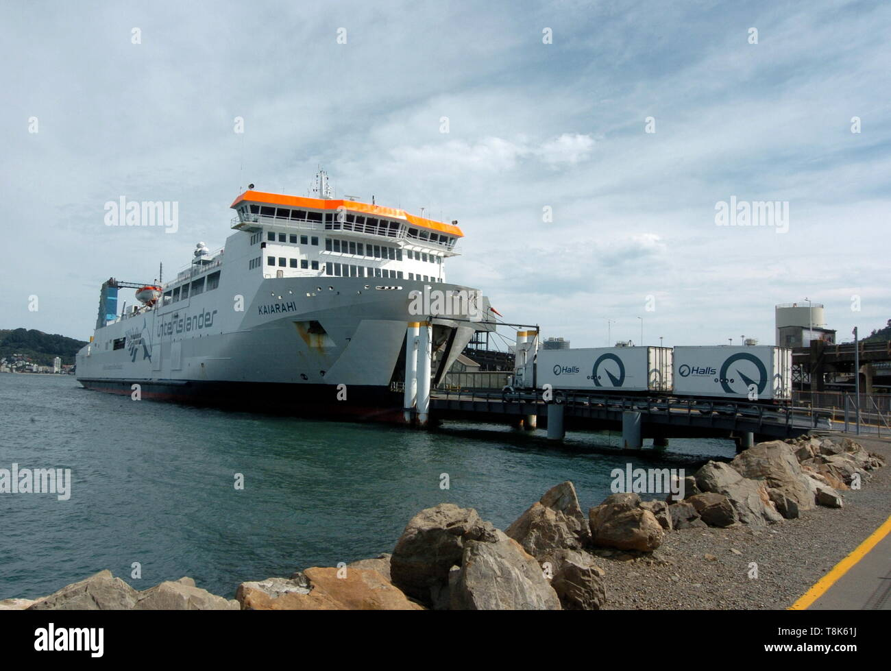 AJAXNETPHOTO. FEBRUARY, 2019. WELLINGTON, NEW ZEALAND. - THE RO-RO INTERISLANDER FERRY KAIARAHI LOADING IN WELLINGTON BEFORE DEPARTING FOR NELSON, SOUTH ISLAND, NZ.