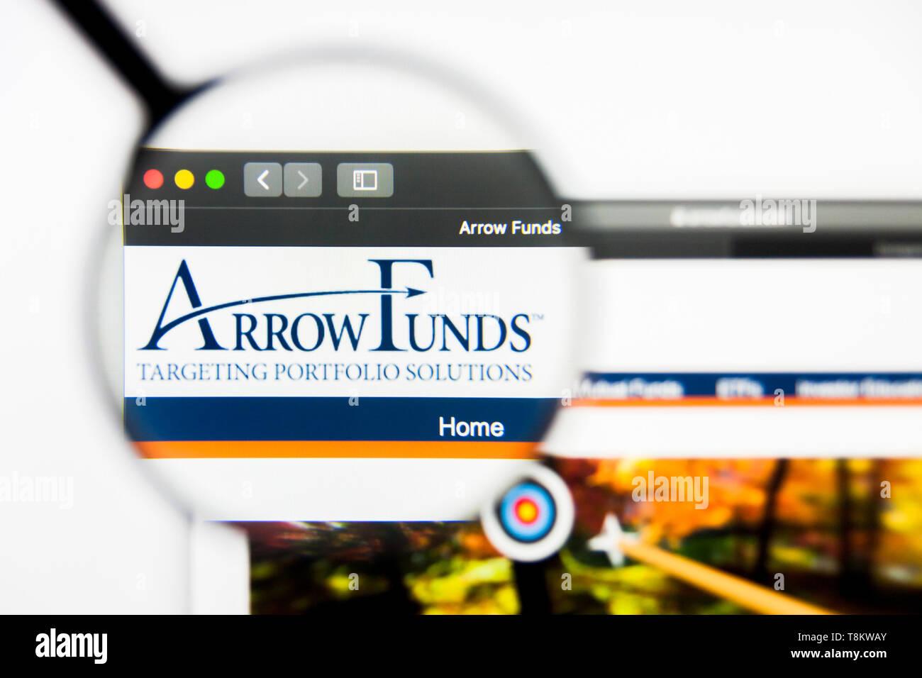 Richmond, Virginia, USA - 9 May 2019: Illustrative Editorial of Arrow DWA Country Rotation ETF website homepage. Arrow DWA Country Rotation ETF logo v Stock Photo