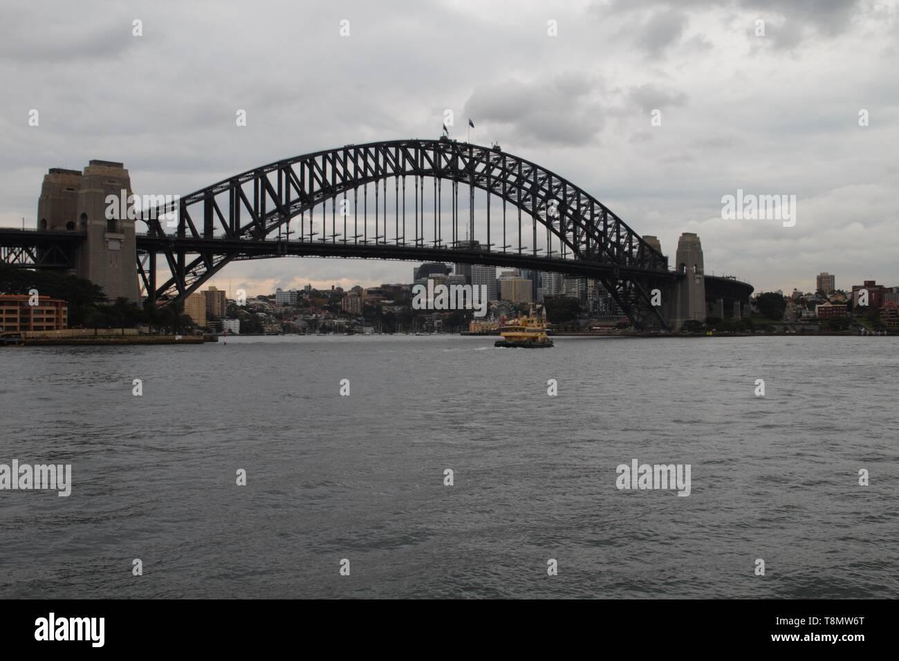 Sydney harbour bridge early morning - Stock Image